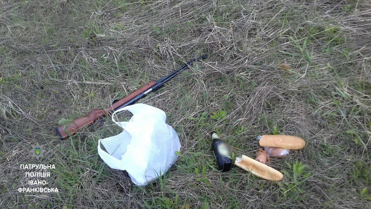 У Івано-Франківську патрульні затримали двох браконьєрів з гвинтівкою (ФОТО)