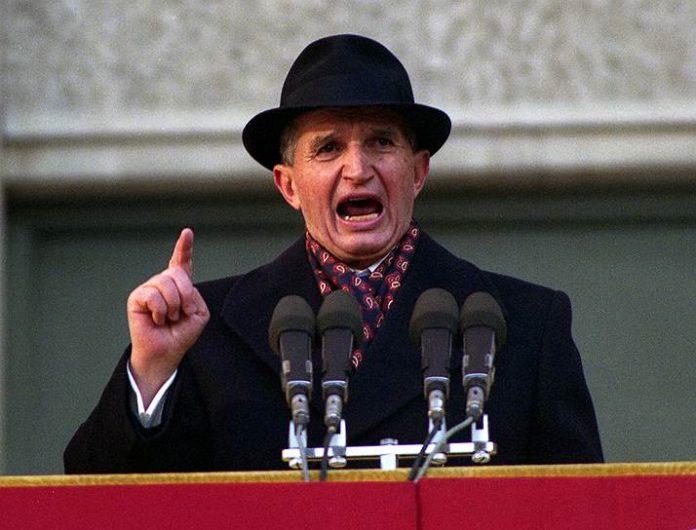 В Бухаресті продали мисливську рушницю диктатора Чаушеску оздоблену золотом